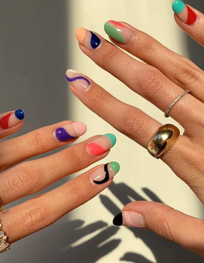 Abstract Nails : la manucure colorée qui envahit Instagram - Elle