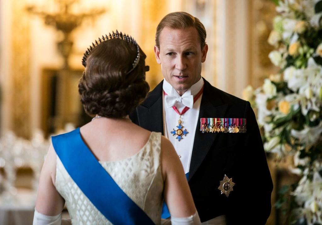 The Crown : on sait qui incarnera le prince Philip dans les saisons 5 et 6 - Elle