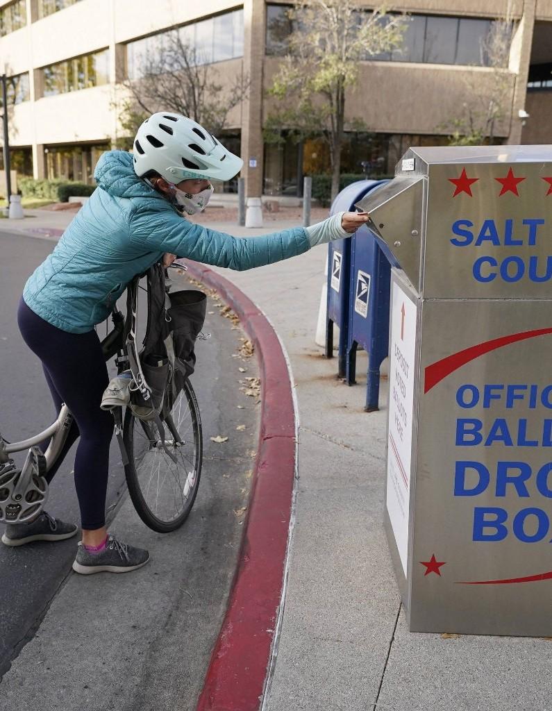 Élections américaines : pourquoi le vote par correspondance pourrait faire basculer la présidentielle - Elle