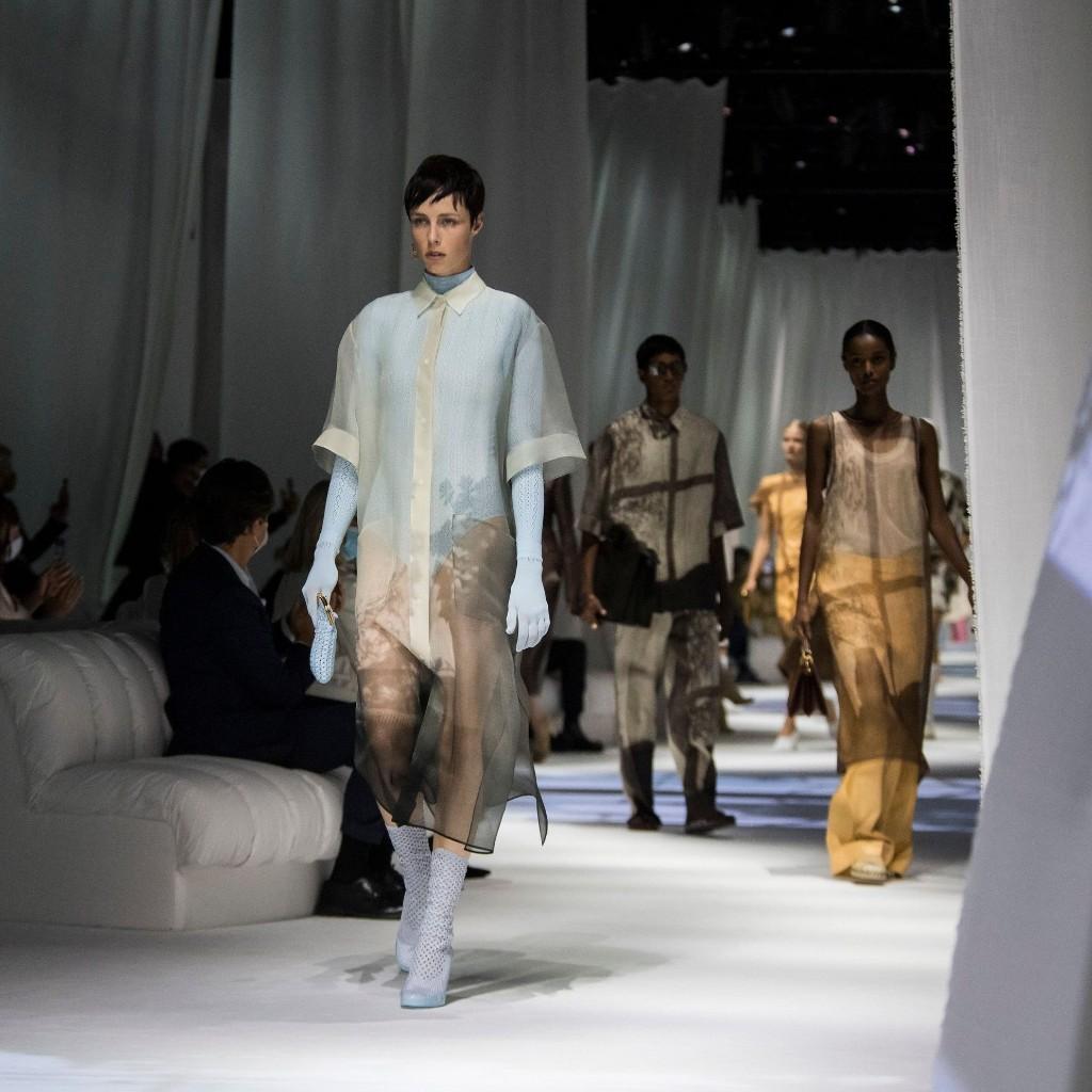 Les Fashion Weeks de Milan auront bien lieu début 2021 - Elle