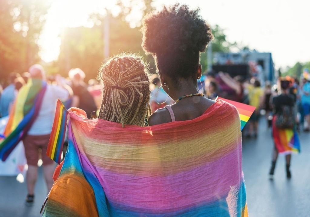 Homophobie : Facebook et Instagram interdisent enfin la promotion des « thérapies de conversation » - Elle