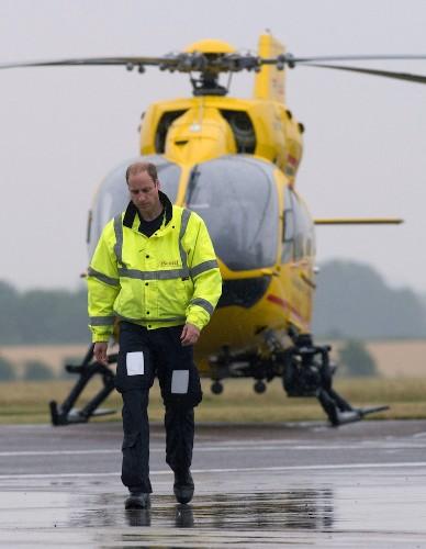 Coronavirus : le prince William aimerait piloter à nouveau pour aider son pays - Elle