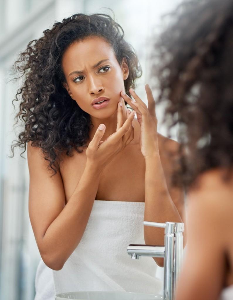 Comment l'anxiété affecte notre peau - Elle