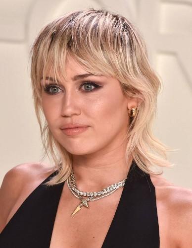 Miley Cyrus : la déclaration d'amour de Cody Simpson pour leurs six mois de relation - Elle