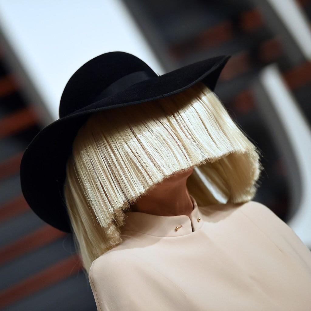 La chanteuse Sia devient grand-mère à l'âge de 44 ans - Elle