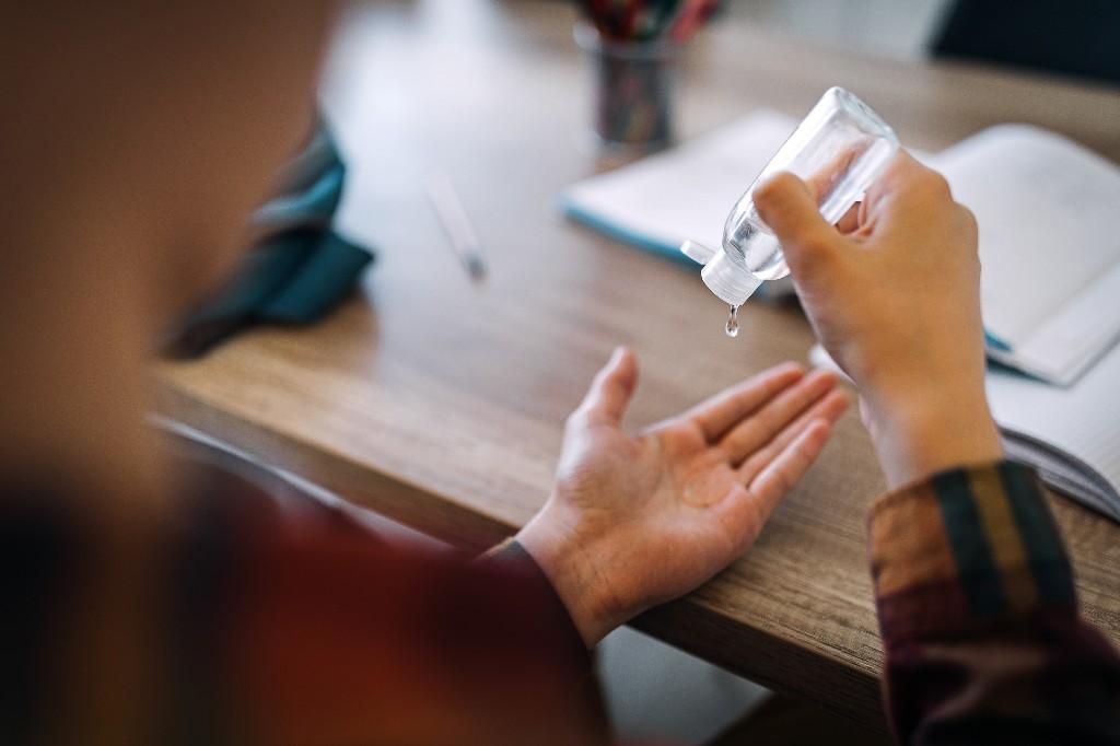 Covid-19 : comment savoir si votre gel hydroalcoolique est efficace ? - Elle