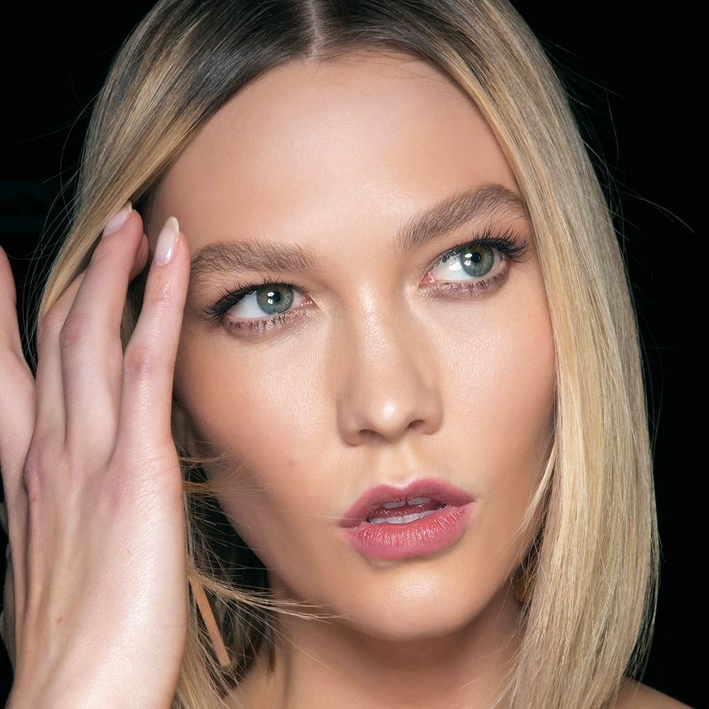 Massage des yeux : les bons gestes pour se masser le contour de l'œil - Elle