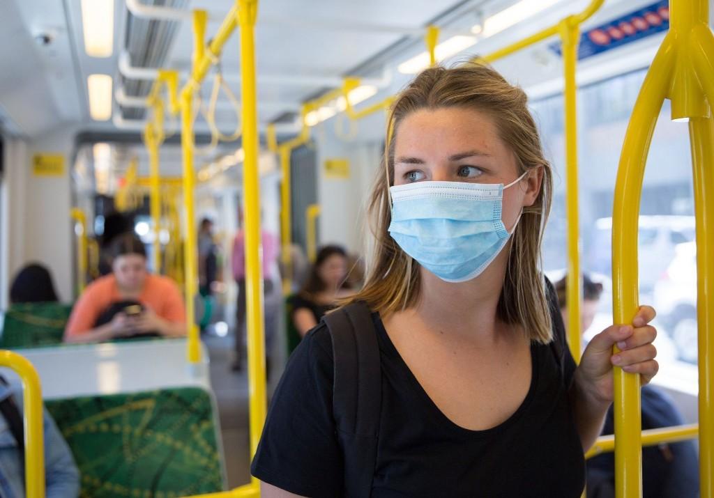 Coronavirus : 239 scientifiques supplient l'OMS de reconnaître que le virus est transmissible par l'air - Elle
