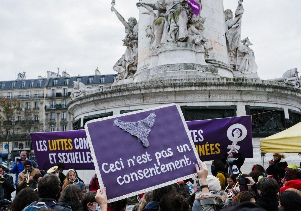 Lutte contre les violences faites aux femmes : une manifestation parisienne marquée par la pandémie - Elle