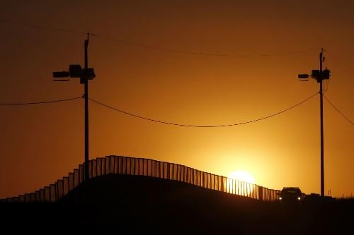 Federal judge strikes down Arizona immigration law - Los Angeles Times