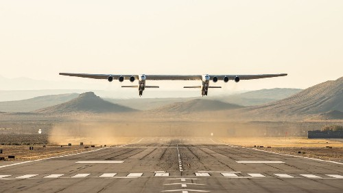 Stratolaunch's gigantic twin-bodied plane takes its first flight