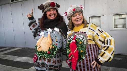 You in the ugly Christmas sweater, Alaska Airlines will let you board your flight early, but just for one day - Los Angeles Times