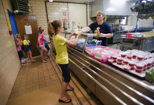 CDC gives schools good grades for nutrition, but asks: Where are the salad bars?