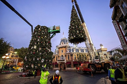 Turning Disneyland into a winter wonderland takes more than pixie dust - Los Angeles Times