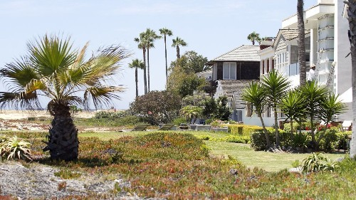 Coastal Commission rejects Newport's attempt to save some homeowners' beach encroachments
