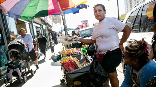 Bring on the street vendors: They'll make L.A. a better walking city