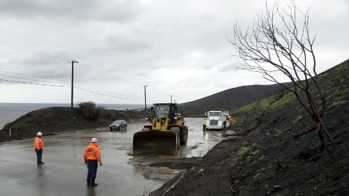 New evacuations ordered in burn areas as record rain soaks Southland - Los Angeles Times