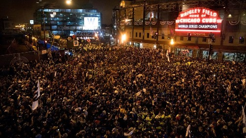 Chicago Cubs fans get wild but stay safe, more or less, while celebrating World Series win - Los Angeles Times