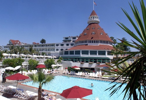 Chinese insurer acquiring Santa Monica resort, Hotel del Coronado in $6.5-billion portfolio deal - Los Angeles Times