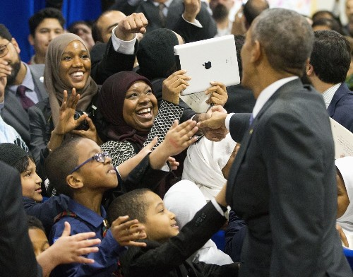 How are Muslims around the world reacting to Obama's visit to a mosque?
