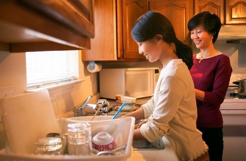 How hand-washing dishes may prevent kids from getting allergies - Los Angeles Times