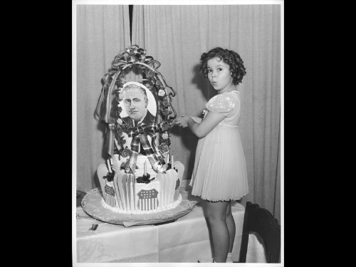 Shirley Temple Black, iconic child star, dies at 85