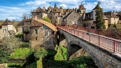 Hills and valleys, vineyards and châteaux of France's Dordogne region