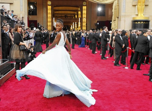 Oscars 2014: Signature moves by Pharrell, Nyong'o rock red carpet - Los Angeles Times