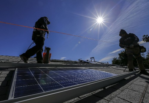 Solar powering your home? An accountant and an economist weigh in - Los Angeles Times