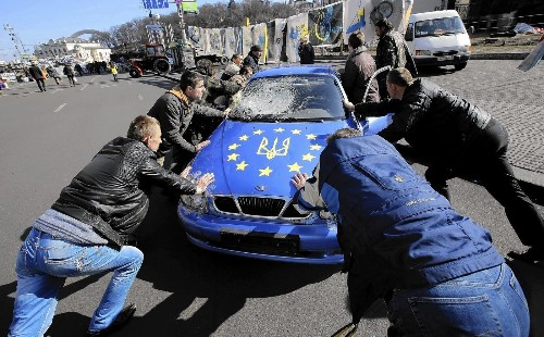 Ukraine signs political accord with European Union