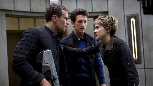 'Insurgent' smartly gives the Divergent Tris room to run - Los Angeles Times
