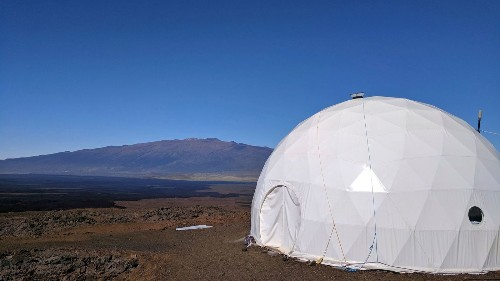 Freeze-dried food and 1 bathroom: 6 simulate Mars in Hawaiian dome