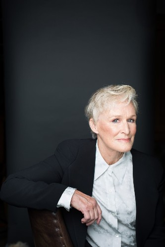 With little to say and only subtle moments, Glenn Close finds her power in 'The Wife' - Los Angeles Times