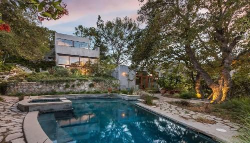 Filmmaker Kathryn Bigelow seeks $12.9 million for Beverly Hills Post Office area compound