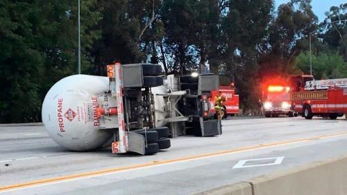 405 Freeway in Sherman Oaks reopens hours after tanker truck crash