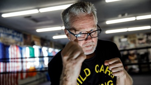 Once at the top of the fight game, Freddie Roach is now picking himself up from the canvas - Los Angeles Times