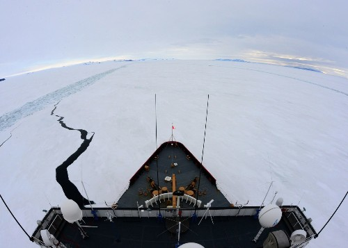 Fishing vessel trapped in Antarctic ice; U.S. Coast Guard on rescue mission - Los Angeles Times