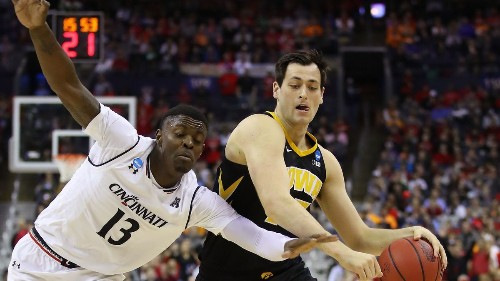 NCAA tournament, South Regional: Iowa beats Cincinnati; Oklahoma routs Mississippi
