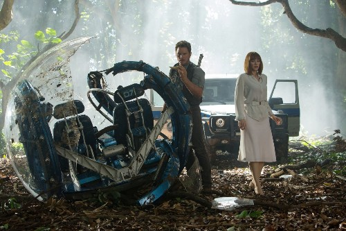 'Jurassic World' battles sexism claims, in heels - Los Angeles Times