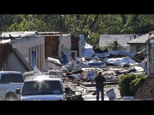 Multiple tornadoes, flash floods in Oklahoma kill 1, injure at least 20 - Los Angeles Times