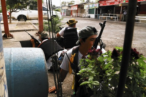 Mexico tells vigilantes to abandon fight against cartel in Michoacan