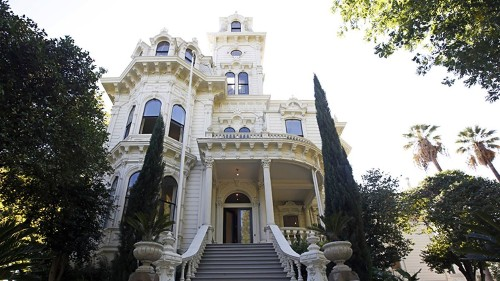 Gov. Gavin Newsom and family to pass on the governor's mansion, head to Sacramento suburbs - Los Angeles Times