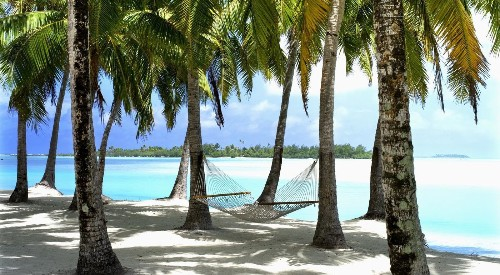 Blue lagoons and relaxed pace welcome visitors to Cook Islands - Los Angeles Times