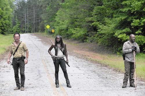 Meticulous 'Walking Dead' Season 6 opener wakes up and has a plan. Good!