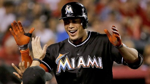 Giancarlo Stanton agrees to $325-million contract with Miami Marlins