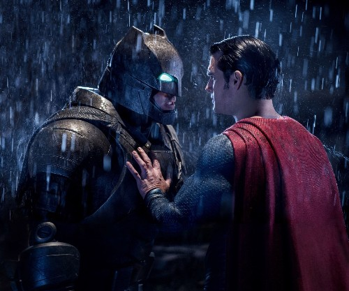 'Batman v Superman,' with Ben Affleck and Henry Cavill, is a gritty superhero showdown - Los Angeles Times