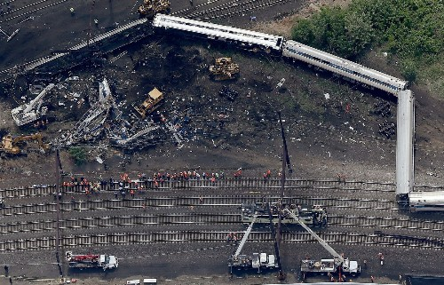 Amtrak derailment mystery: Train sped up in final minute, NTSB says - Los Angeles Times