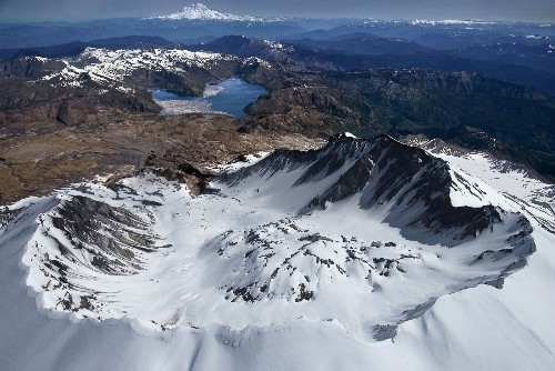 Scientists follow magma from Earth's belly to base of Mt. Rainier - Los Angeles Times