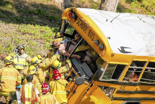 Two students, driver critically hurt in Anaheim Hills school bus crash - Los Angeles Times