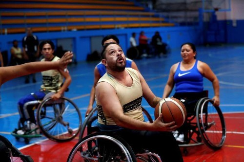 Guatemala wheelchair basketball players hone skills at ICRC-run clinic
